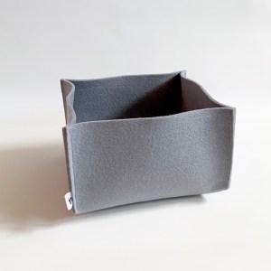 deze grijze opberger is handgemaakt van dik zacht vilt en staat prachtig in jouw interieur