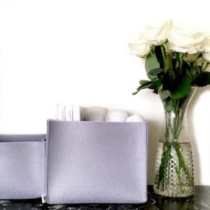 opbergers van grijs vilt staan stijlvol in ieder opgeruimd interieur