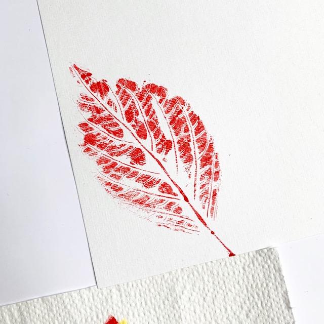 afdruk rood herfstblad ansichtkaart gemaakt