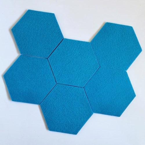 zeshoek onderzetters voor een kring- en krasloze tafel