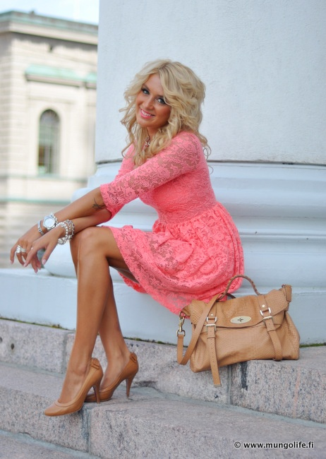 coral lace dress-WANT!