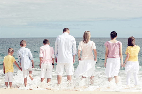 50 ideas for family pictures.  Poses, different ideas for colors & outfits.