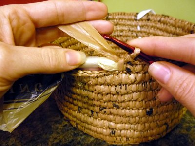 Use plastic bags to crochet baskets! #reducereuserecycle