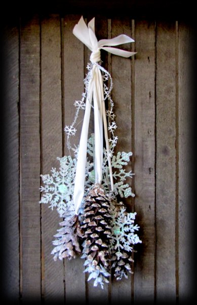 Winter Wonderland Frosted Pine Cones & Snowflakes