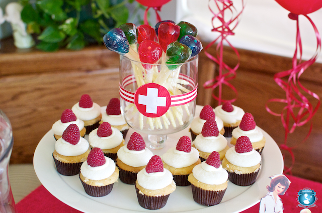 https://i2.wp.com/how-do-it.com/wp-content/uploads/2012/11/191805-nursing_school_graduation_party.jpg