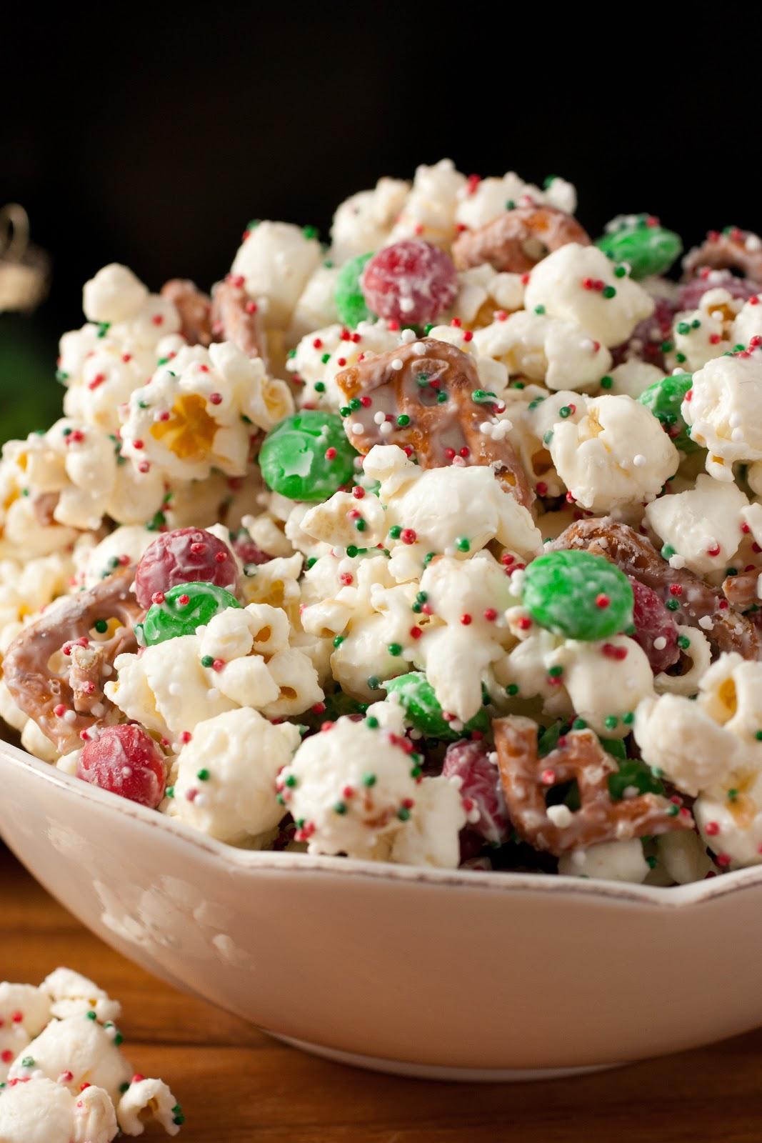 Christmas Crunch {Funfetti Popcorn Christmas Style}. A 5 minute HIGHLY addictive