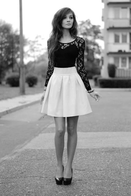 High waist skirt and lace top with heels