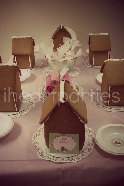 Make Your Own Gingerbread Houses #diy #gingerbreadhouse