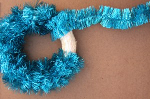 How to make a wreath with tinsel