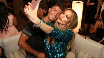 Cristiano-Ronaldo-posing-for-a-selfie-Jennifer-Lopez