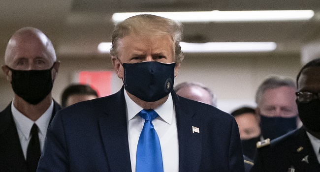 Trump wears Face mask