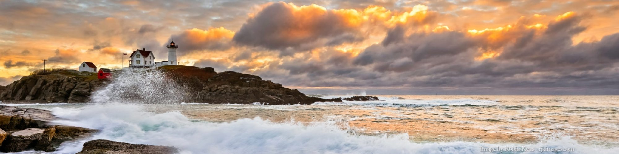 Dawn-at-Nubble-Light-4x1
