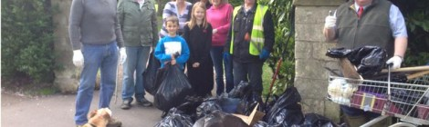 Residents clear up litter