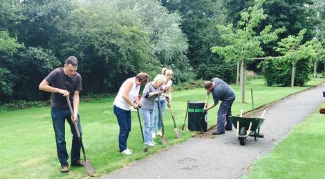 Scotts help tidy Jubilee Walk
