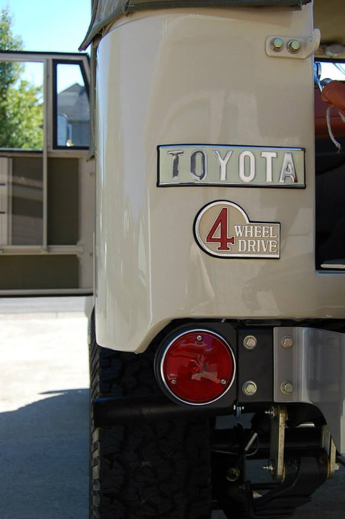 Toyota 4wd emblem