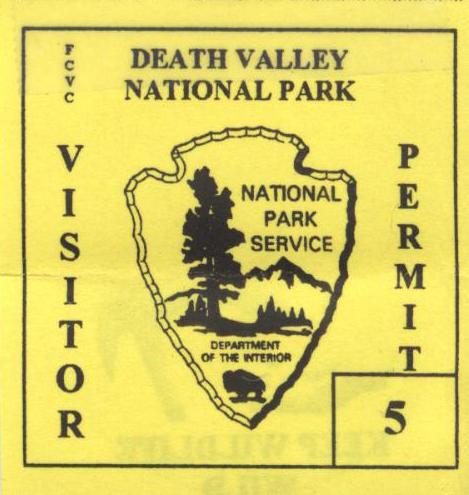 Każdy samochód odwiedzający Death Valley musi obowiązkowo przykleić sobie taki znaczek do szyby; dostaje się go po zakupie biletu