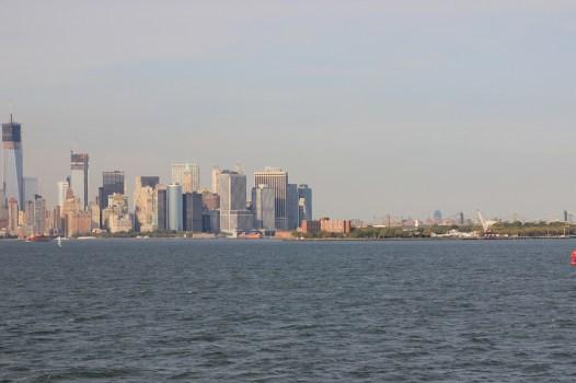 Zbliżamy się do Manhattanu i Governors Island