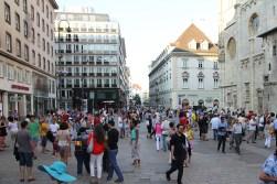 Tłum na Placu Świętego Szczepana