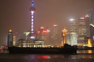 Teatr na rzece - w tle Pudong