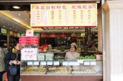 Chińskie przekąski na Nanjing Rd - widoczne też ceny