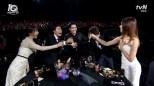 ekipa Answer 1997 gratulująca Seo In Gukowi