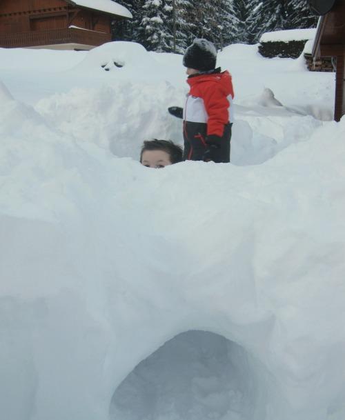 fabriquer un igloo ou un fort avec de la neige