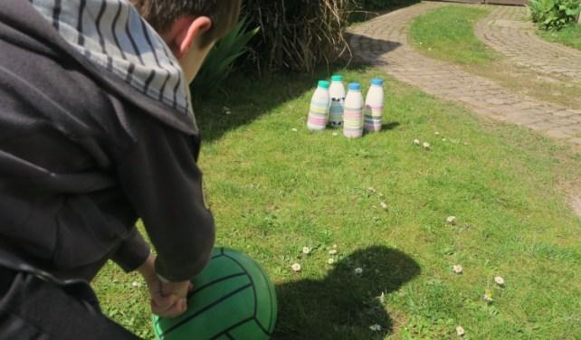 jeu de ballon en extérieur chamboule tout