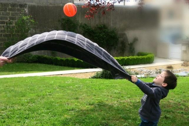 Jeu de ballon le parachute trampoline