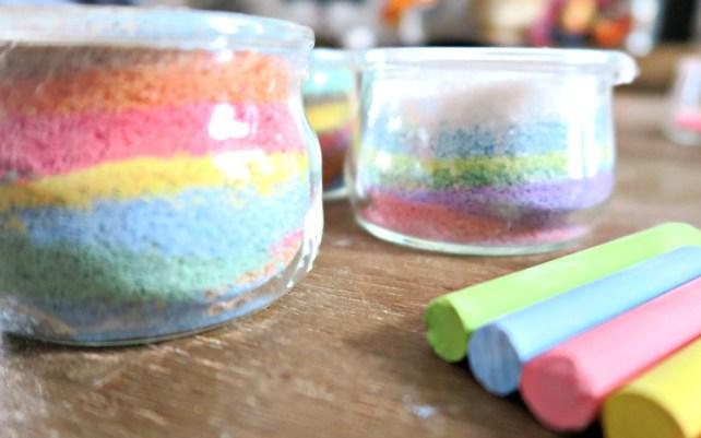 pots-de-sel-coloré-maison-à-fabriquer-avec-des-enfants-DIY