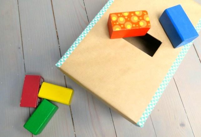 Boite de permanence de l'objet imbucare en carton encastrement cubes