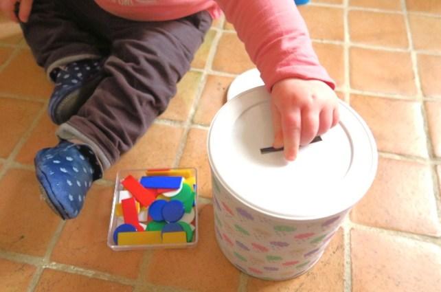 Tirelire jetons jeu à fabriquer bébé 18 mois boite de lait