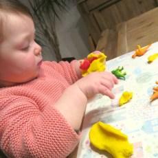 Pâte à modeler avec mon bébé : 3 activités à proposer dès 18 mois