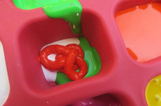 glaçons multicolores pour peinture gelée