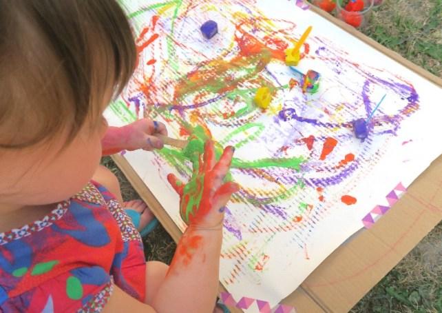 peinture avec glaçons activité sensorielle enfant et bébé