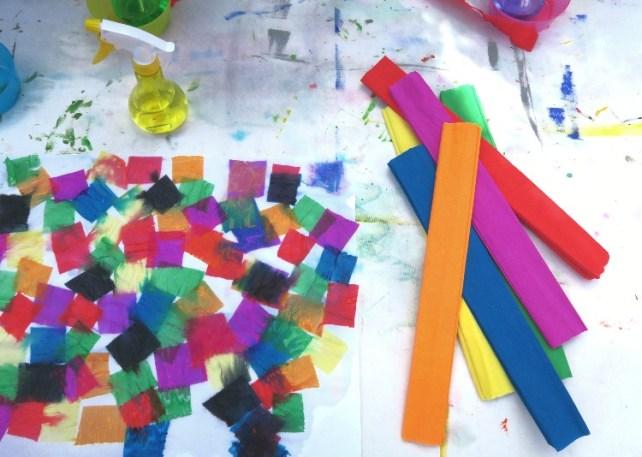 la peitnure teinture avec du papier crépon activité enfant été vacances