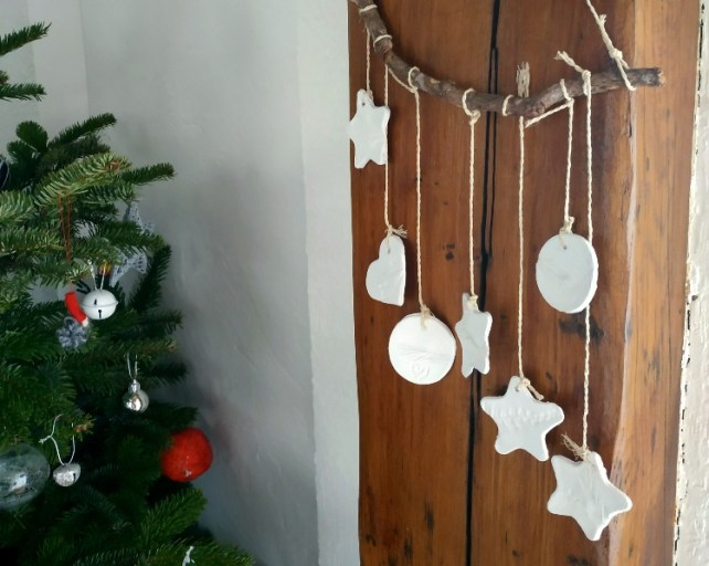 Décorations de Noël à accrocher sur branche facile à faire avec enfants