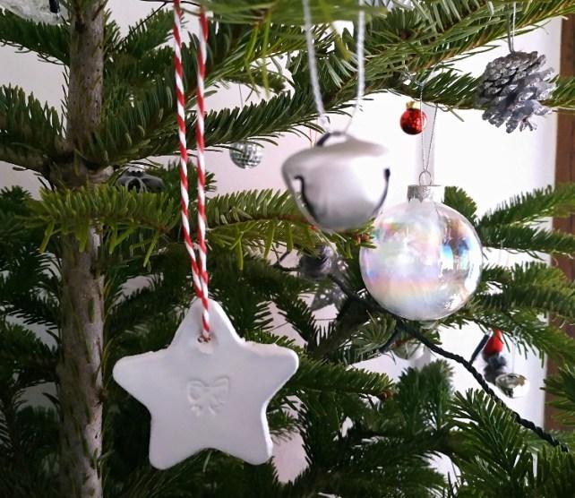 Décorations de Noël à fabriquer activité manuelle enfant avec tampons
