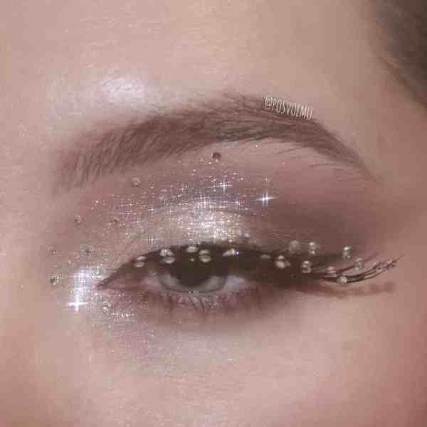 Glitter Eye Makeup 2019122404 - 60+ Attractive and Beautiful Glitter Eye Makeup