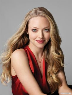 """Amanda Seyfried (b.1985) - She started modeling when she was 11 years old and made her acting debut at 14, in the daytime soap opera """"As the world turns"""" (1999-2001). Her breakthrough came in Mean Girls"""" (2004). Amanda is both an actress and a singer who has starred in two movie musicals, """"Mamma Mia!"""" (2008) and """"Les Miserables"""" (2012). Amanda has also starred in the TV serie """"Big Love"""" (2006-11) and in movies like """"Alpha Dog"""" (2006), """"Jennifer´s body"""" (2009), """"Red Riding Hood"""" (2011) and """"Lovelace"""" (2013)."""