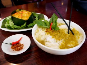 howl-cambodia-town-food