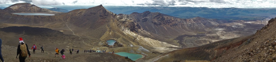 Day 2 - Descending the scree path to the Emerald Lakes and the Oturere Valley (Mordor)