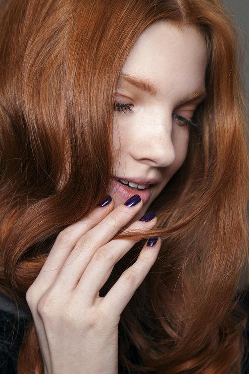 Alezis Mabille Dark shades manicure Fall 2015 Winter 2016