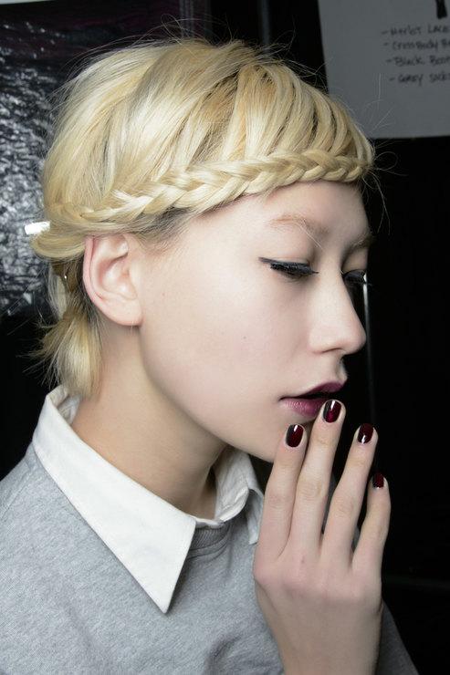 Nanette Lepore Dark shades manicure Fall 2015 Winter 2016