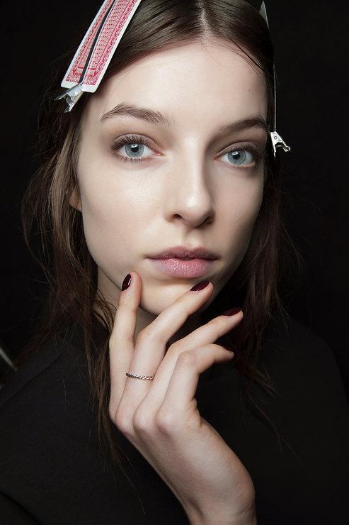 Sharon Wauchob Dark shades manicure Fall 2015 Winter 2016