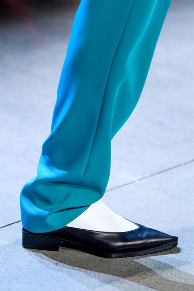 heelless pointed toe