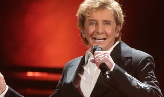 Barry Manilow Comes Out As Gay!!