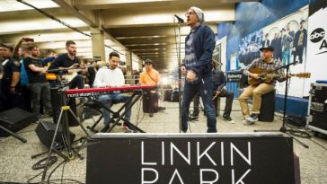Linkin Park surprised commuters