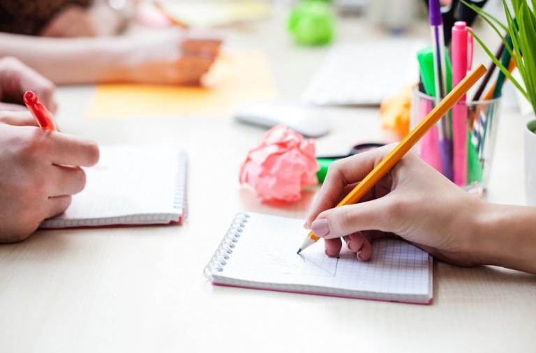 Idei de decoratiuni din creioane si pixuri