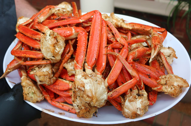 How to reheat frozen cooked snow crab legs