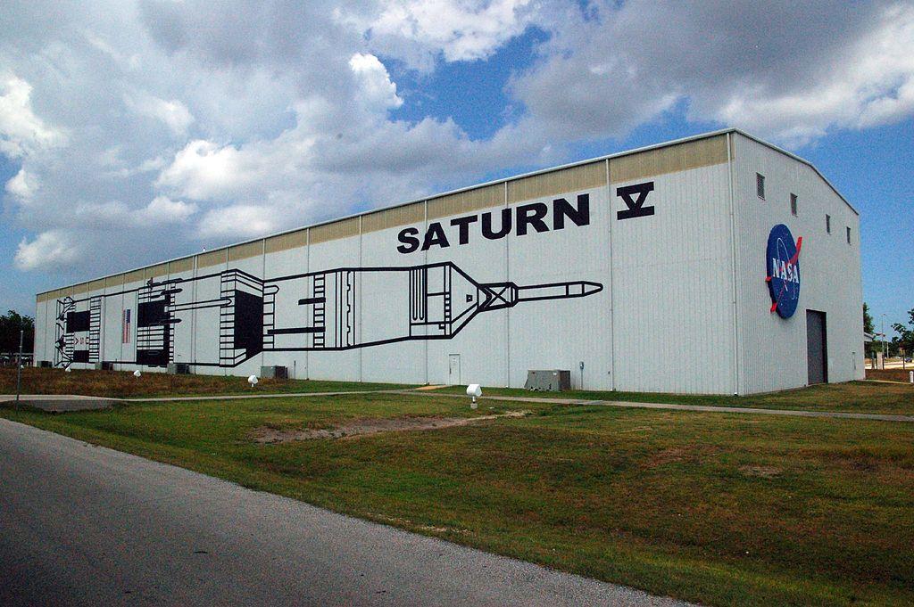 1024px-Saturn_V_building_Johnson_Space_Center